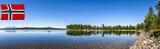 Spiegelnder Bergsee in Norwegen - 213685501