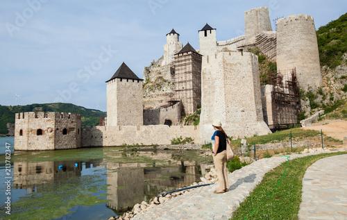 Foto Murales Travel Destination Serbia Woman Tourist
