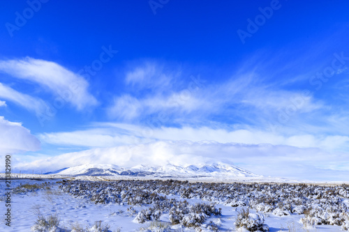 Canvas Donkerblauw Nevada Mountain Covered in Snow Near Wells