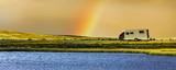 Wohnmbil mit Regenbogen - 213830327