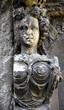 Skulptur einer Frau mit wallenden Haaren im ehemaligen Johanniskirchhof