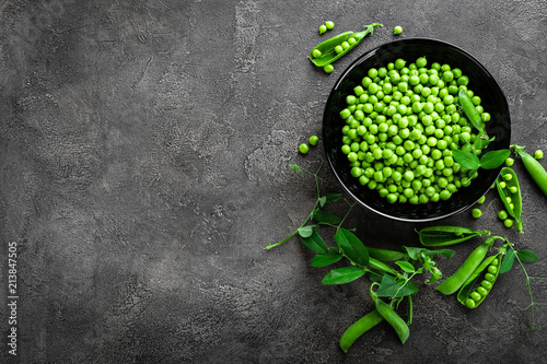 Foto Murales Green peas with pods and leaves