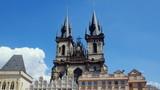 Kościół Marii Panny przed Tynem - zabytkowy gotycki kościół w Pradze, we wschodniej części Starego Miasta - widok z rynku - 213894995