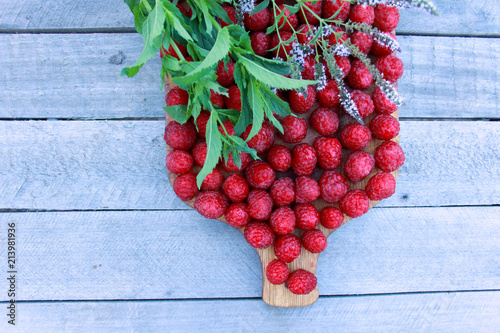 Foto Murales red, berry, fruit, food, ripe, fresh, green, leaf, healthy, nature, currant, isolated, organic, berries, natural, cherry, autumn, plant, wood, branch, closeup, white, diet, sweet, vegetable