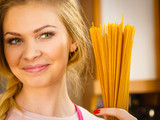 Woman holding long pasta - 213982972