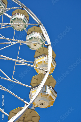 Fotobehang Amusementspark Ferris Wheel - Fairground in Summer - Carnival Fairground in Summertime.