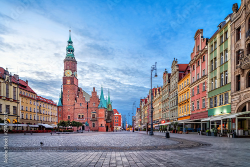 fototapeta na ścianę Colorful houses and historic Town Hall building on Rynek square at dusk in Wroclaw, Poland