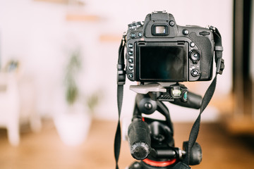 dslr camera sitting on tripod and taking photographs. Interior design photography gear