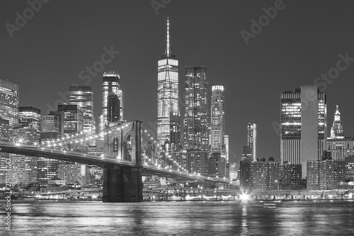 Foto Murales Brooklyn Bridge and Manhattan skyline at night, New York City, USA.