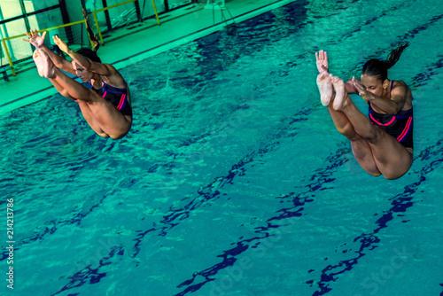 skoki-do-basenu-wody