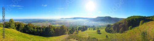 Schwäbische Alb - Panoramaaufnahme unterhalb der Burg Teck mit Aussicht auf Bissingen