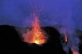 éruption volcanique au Stromboli - 214246102