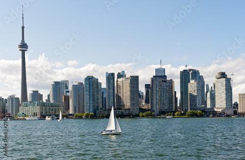 Canvas Toronto Skyline von Toronto, gesehen von der Fähre von Toronto nach Center Island, CN- Tower, Toronto, Provinz Ontario, Kanada, Nordamerika