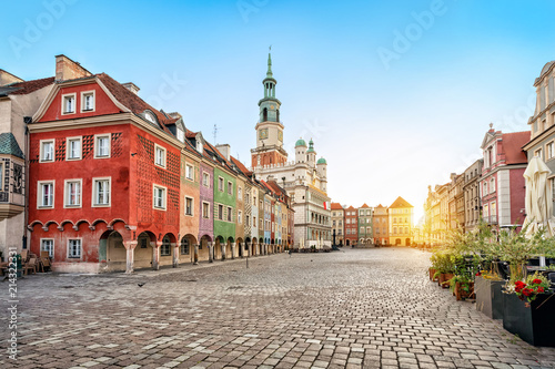 Leinwanddruck Bild Stary Rynek square with small colorful houses and old Town Hall in Poznan, Poland