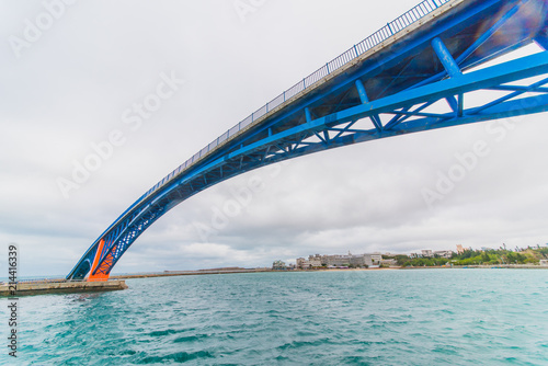 Aluminium Sydney Blue and orange bridge on the ocean