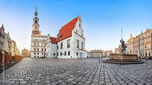 Fototapety, obrazy : Panorama of Old Market square (Stary Rynek) in Poznan with historic building of weigh house (waga miejska)