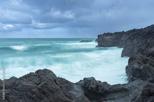 Leinwanddruck Bild Langzeitbelichtung an der Kueste Hervideros in Lanzarote