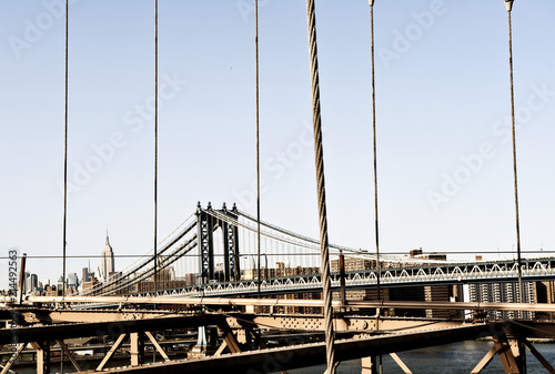 In de dag Brooklyn Bridge Brooklyn Bridge zwischen Manhattan und Brooklyn, links Empire State Building, New York City, New York, Vereinigte Staaten von Amerika, USA