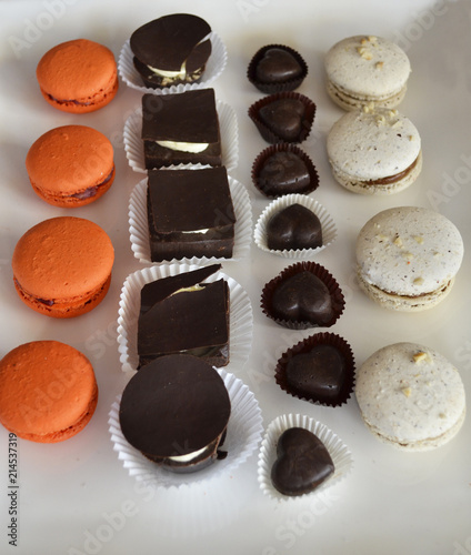 Foto Spatwand Macarons Assortment of sweets, macarons and chocolate
