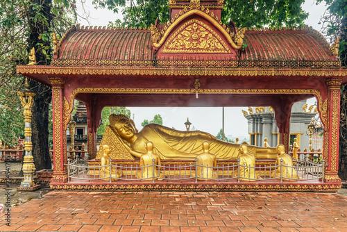 Fotobehang Boeddha Sleeping Buddha in Buddhist temple Wat Krom in Sihanoukville, Cambodia.