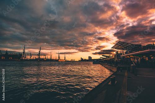 Fotobehang Zee zonsondergang Hamburger Hafen