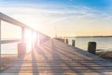 Steg am Meer mit Sonnenuntergang