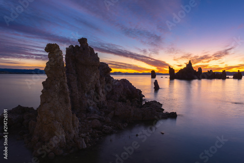 In de dag Zonsopgang Sunrise at Mono Lake, California, USA