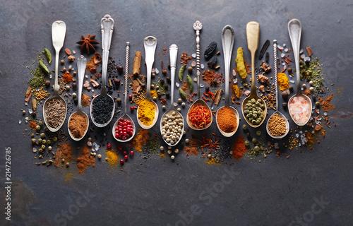 Leinwandbild Motiv Spices on black board