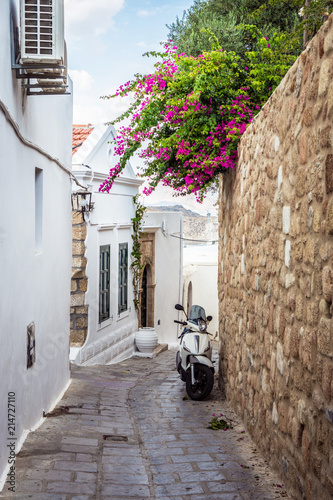 Aluminium Smalle straatjes Cozy greek street
