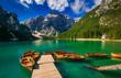 Quadro Braies: barche in un idilliaco lago alpino in Trentino Alto Adige