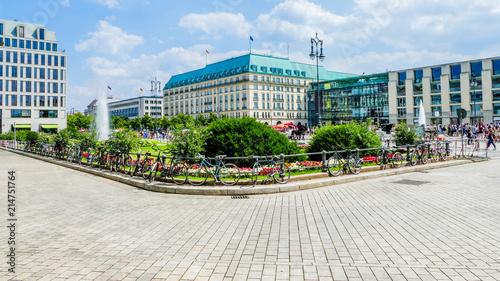 Canvas Berlijn Berlin at Pariser Platz in the background the Hotel Adlon directly at the Brandenburg Gate