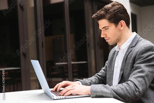 Leinwandbild Motiv Concentrated young businessman