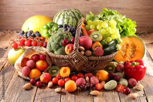 owoce-i-warzywa-w-koszu