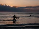 Krabbenfang bei Sonnenuntergang an der Nordsee