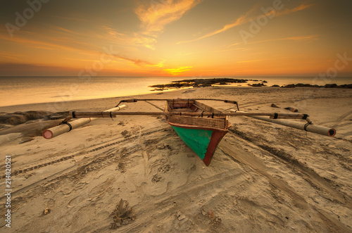 Foto Spatwand Strand view of beautiful sunset seascape at Kudat, Sabah Malaysia. soft focus due to long expose.