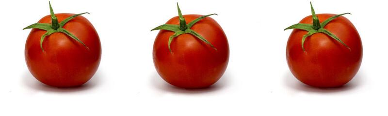drei frische Tomaten isoliert auf weißem Hintergrund