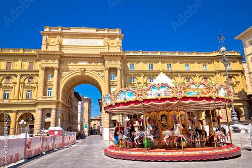 Leinwanddruck Bild Piazza della Repubblica and Antica Giostra Toscana in Florence view