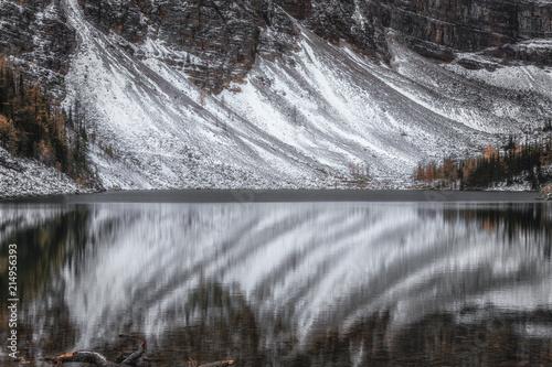 Fotobehang Grijze traf. Lake Agnes No 2