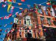 Backsteinfassade im Szeneviertel an der Temple Bar in Dublin - 214958151