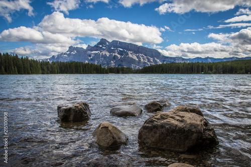 Fotobehang Grijze traf. Two Jack Lake Banff