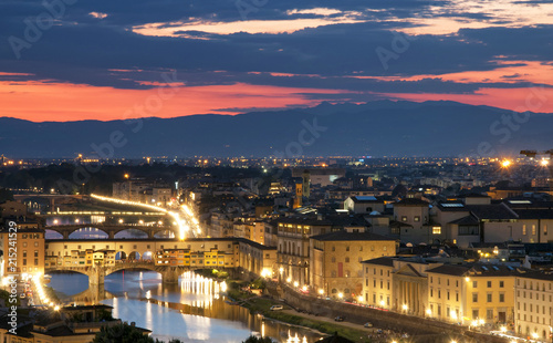 Canvas Toscane Panoramic view of Florence at sunset: Ponte Vecchio and Arno river, Tuscany, Italy