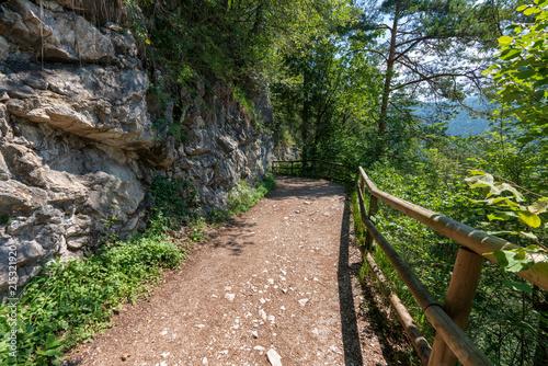 Foto Spatwand Spoorlijn Wanderweg im Kaisertal