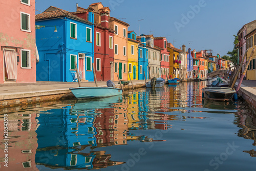 Foto Murales Burano, Italy - Burano is a small island and, with its colorful buildings, one of the treasures of Venice Lagoon