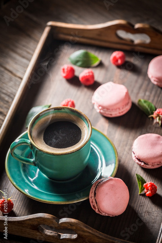 Wall mural Black coffee and delicious pink macaroons served with hot coffee