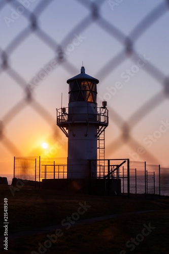 Canvas Vuurtoren Lighthouse in north sea coast in Scotland behind fence