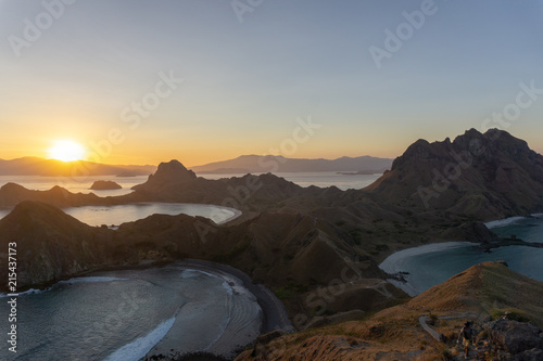 Foto Spatwand Donkergrijs FOUR BEACHES AND A SUNSET [PULAU PADAR, INDONESIA]