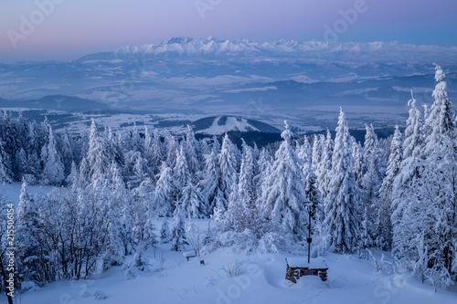 Panorama tatr o świcie