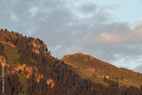 Fotobehang Donkergrijs Alpenhaus am Kitzbüheler Horn