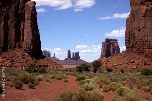 Canvas Diepbruine monument valley 4