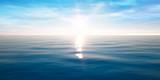 Sonnenuntergang am Meer mit leichten Wellen - 215681568
